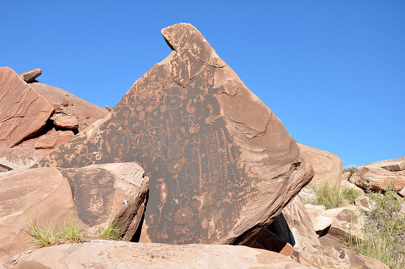 File:Lith side wash petroglyphs 1.jpg