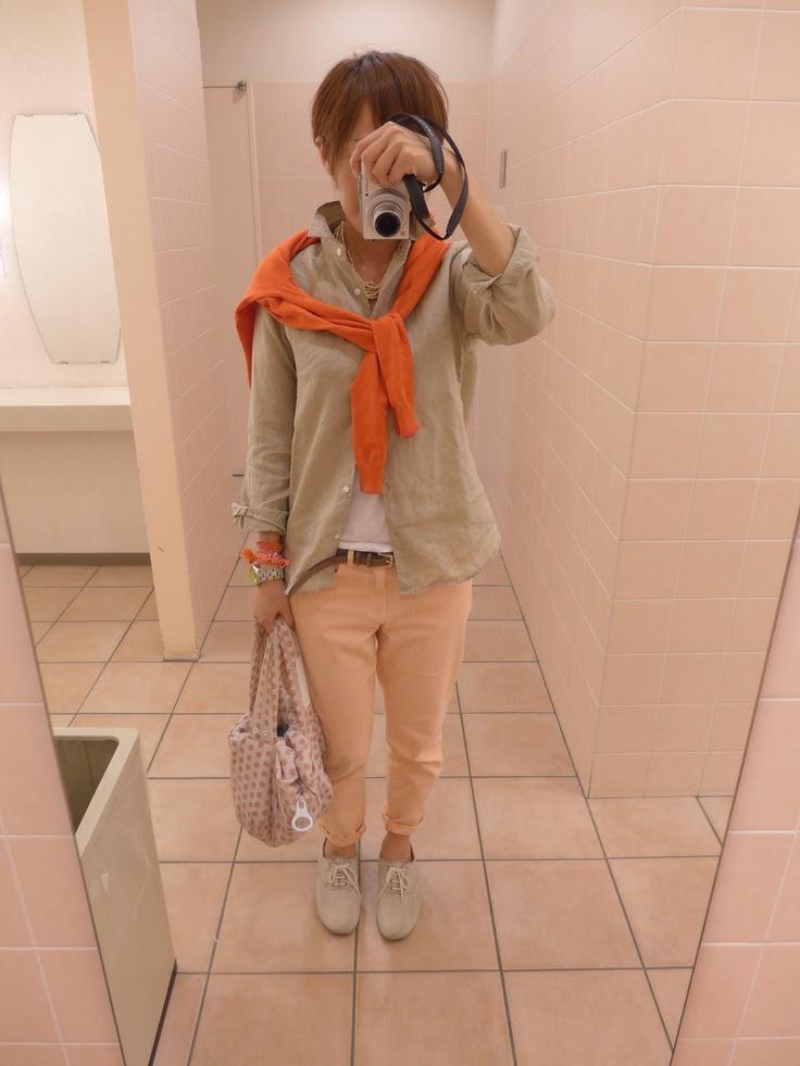 朝から暖かい一日。  暖かい色合いでコーディネート。  カーディガンとシャツ、ベルトはユニクロ、パンツはGAP。