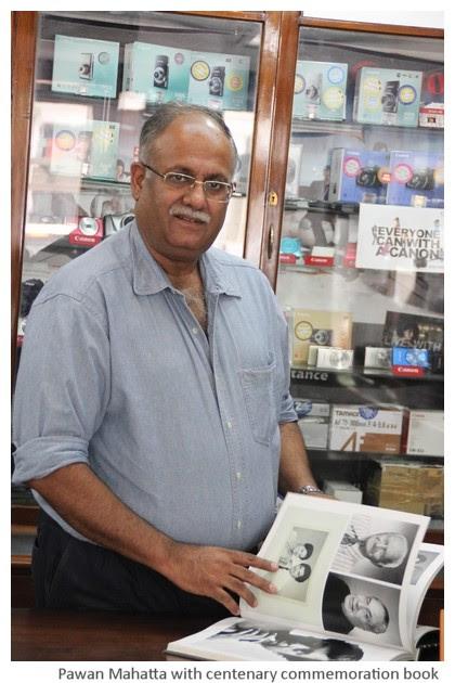Pavan, son of Madan Mahatta photographers, Delhi, India - images by Sunil Deepak, 2014