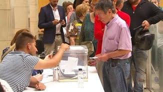 Cues per votar en la consulta de Tortosa