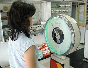 Justiça suspende ação do Inmetro em balanças de farmácia