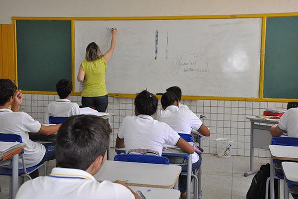 O Sinte estima que o déficit nas escolas estaduais seja de 800 professores atualmente para responder à demanda que vem cada ano aumentando
