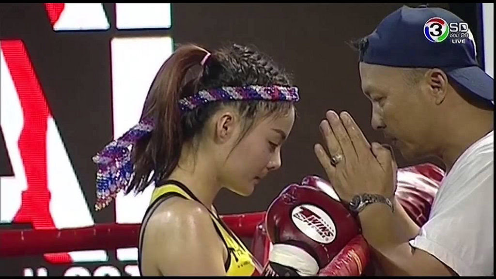 Liked on YouTube: มหกรรมมวยหญิงโลก [ Full ] 13 เมษายน 2559 Women's Muay Thai World Championships 2016 by curvesgame http://flic.kr/p/HrPmYy