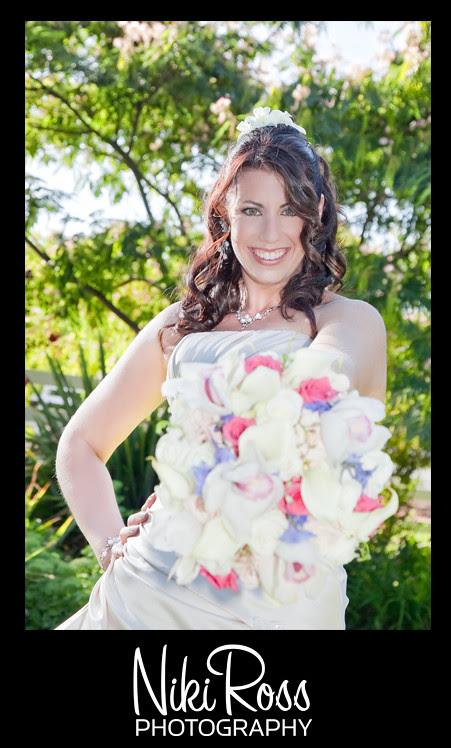 bride-flowers-bigsmile