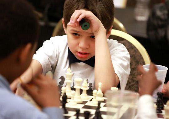 Картинки по запросу фото ребёнок играет в шахматы