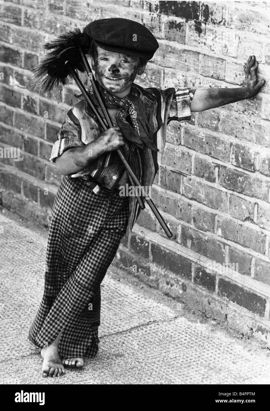 http://c8.alamy.com/comp/B4PPTM/four-year-old-chimney-sweep-tommy-stafford-in-fancy-dress-to-celebrate-B4PPTM.jpg