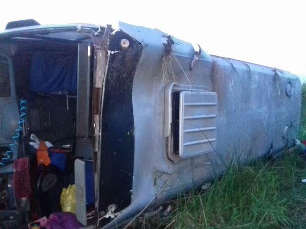 Acidente aconteceu 10 minutos após tombamento de micro-ônibus (Foto: Divulgação/PRF-MA)