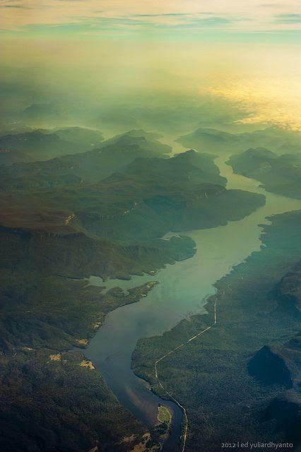 Blue Mountains, NSW Australia by Edward Yd, via Flickr