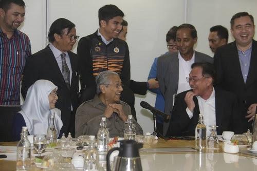 Akan tepati janji serah jawatan kepada Anwar - Tun M