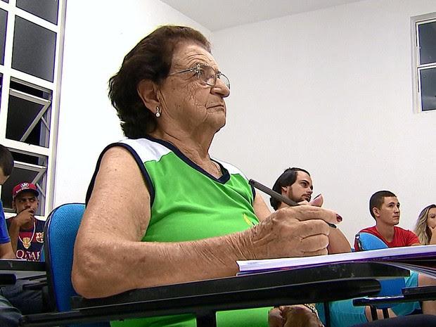 Nilcea de 86 anos é aluna do último ano do curso de educção física (Foto: Reginaldo dos Santos/ EPTV)