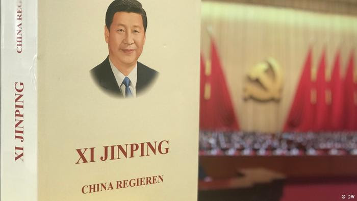 """Buch """"China regieren「 von Chinas Staatspräsident Xi Jinping (DW)"""