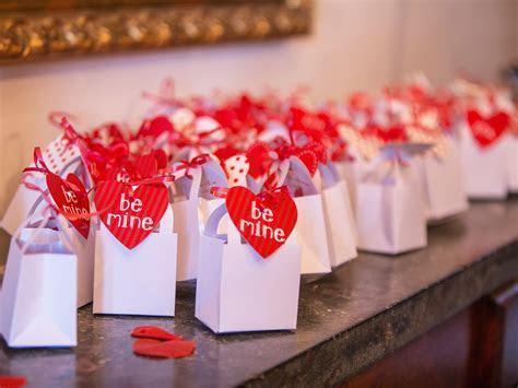 Wedding Style: Top 9 Valentine's Day Wedding Style Ideas