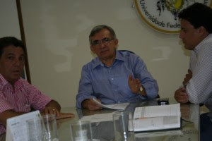 Natalino Salgado, reitor da UFMA, recebe o prefeito eleito de Tuntum, Cleomar Tema.