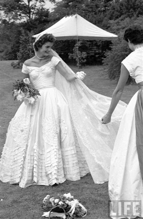 Jackie Kennedy?s wedding dress, 1953   1950's WEDDING