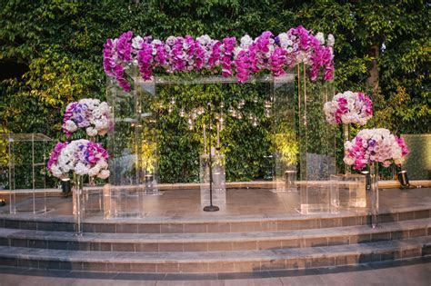 Wedding Planning: 13 Acrylic and Lucite Wedding Décor