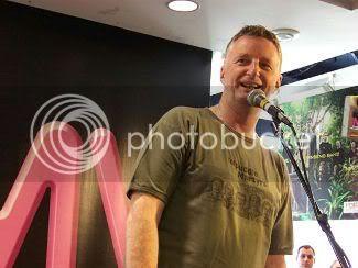 Billy Bragg @ HMV in Toronto: photo by Mike Ligon