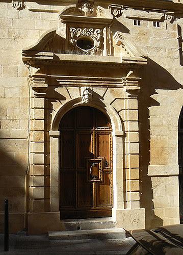 entrée de l'hôtel de Lacépède.jpg
