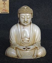 ميجي بوذا العاجي الياباني (2.75 بوصات) - 19 مئوية موقعة من الفنان - منحوتة في صورة بوذا العظيم كاماكورا - تحفة متحف