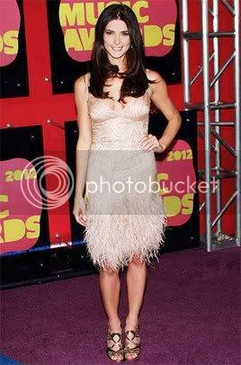 CMT Music Awards 2012 Red Carpet Fashion