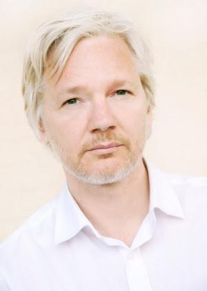 Julian Assange é fundador do WikiLeaks, atualmente está refugiado na Embaixada do Equador em Londres