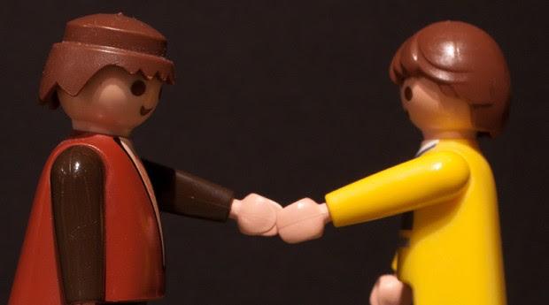 lego; aperto de mão; negócio; cliente; prospeccão (Foto: Photo Pin)