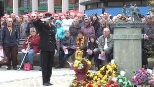 Memorial service marks Bradford City stadium fire ...