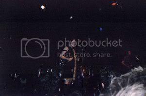 female vocalist of Sons and Daughters @ Kool Haus, 14/June/04: photo by Mike Ligon
