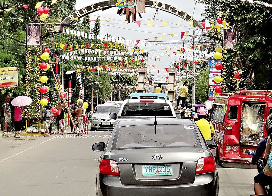 "3.14, The town preparing for a ""fiesta""  (Mactan, Cebu / Philippines)"