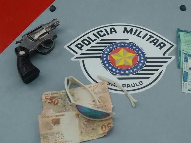 Jovem de 20 anos é preso suspeito de roubar farmácia em Taubaté (Foto: Divulgação/Polícia Militar)
