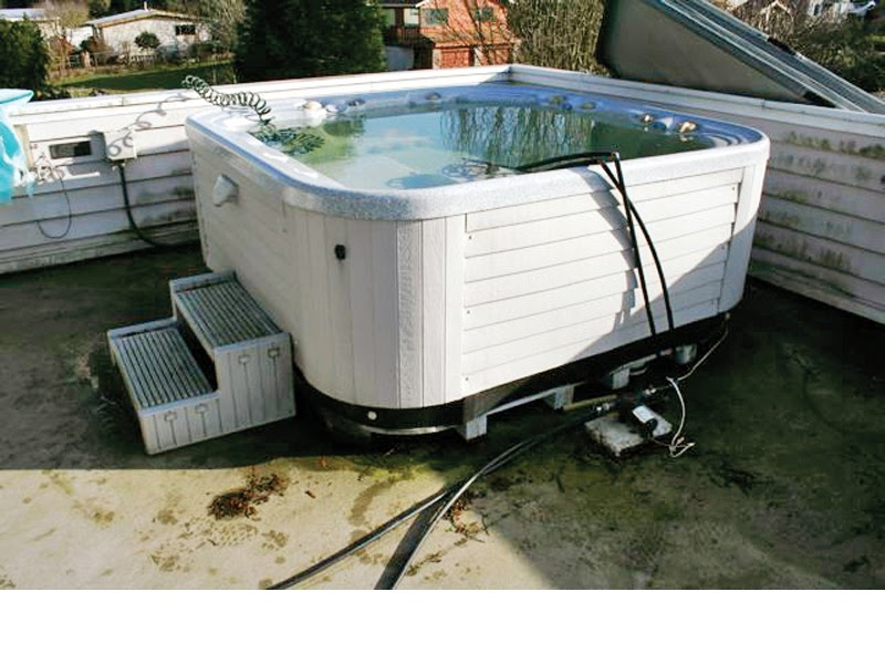 The Pros and Cons of a Hot Tub
