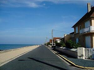 Ver-sur-Mer sea dike.