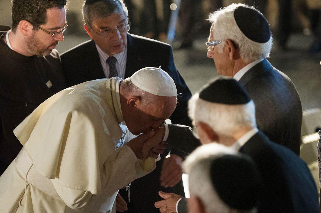 Resultado de imagen para pope francis jews