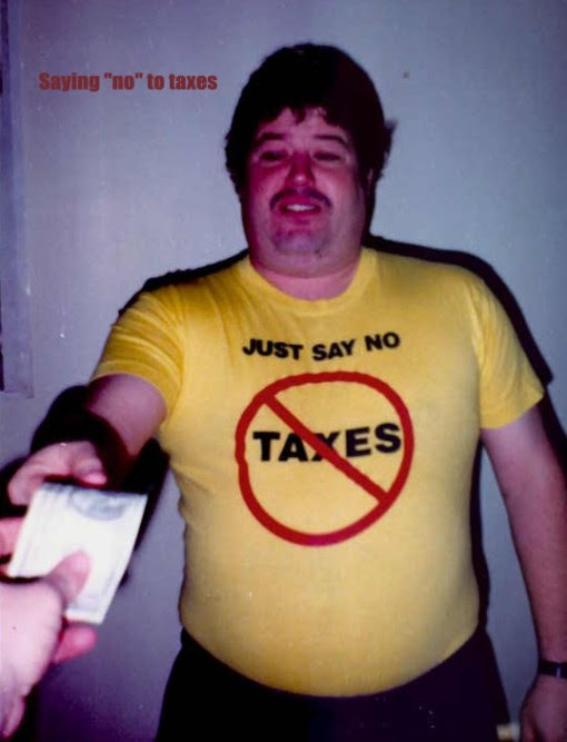 http://libertycrusader.files.wordpress.com/2008/12/034-gary-with-no-taxes-shirt.jpg?w=510&h=667
