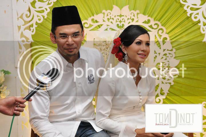 60990 154420314587710 100000592287275 395704 104164 n (Gambar) Majlis Pertunangan Memey Suhaiza & Norman Hakim
