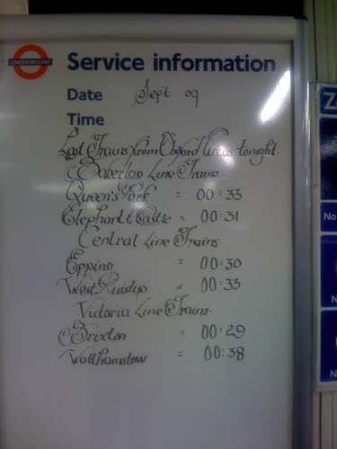 Handwritten sign at Oxford Circus by yalli