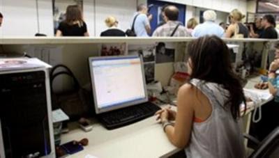 Απώλεια ενός μισθού για τους δημόσιους υπαλλήλους