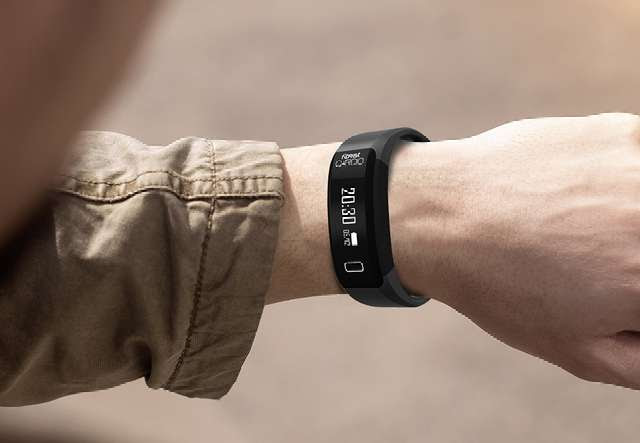 Intex FitRist Cardio on wrist