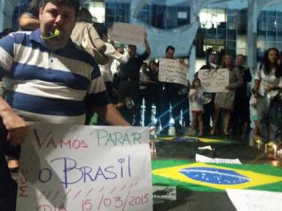 O movimento Vem Pra Rua convoca brasileiros eno exterior para participar da mobilização contra o governo de Dilma Rousseff neste domingo (15). Facebook/Vem Pra Rua