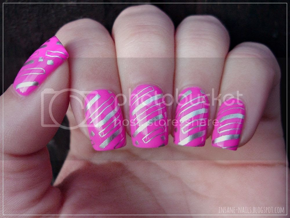 photo matching-manicures-geometric-nails-1_zpssf6l0nyr.jpg