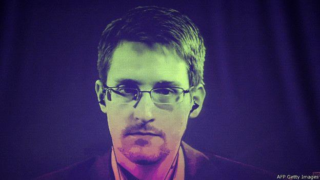 Edward Snowden entregó pruebas a la prensa de que los servicios de inteligencia de EE.UU estaban realizando un espionaje masivo e indiscriminado a los ciudadanos.