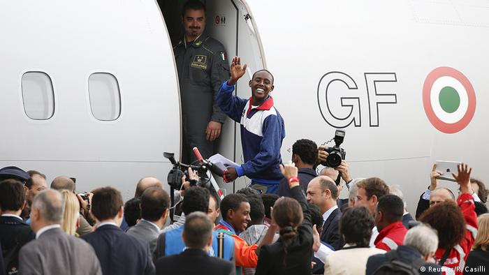Eritrean refugees leaving Italy