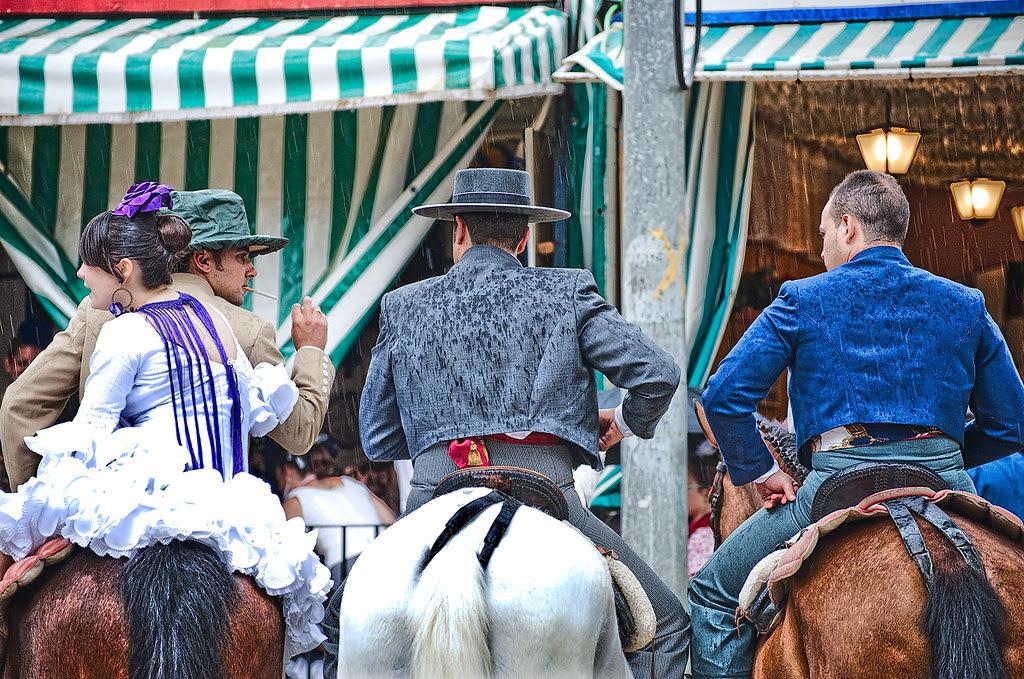Aguantando el chaparrón, Feria de Abril, Sevilla 2010