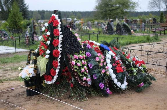 A freshly dug grave, believed by some locals to hold the body of a Russian paratrooper killed fighting alongside rebels in Ukraine, is seen at the Vybuty public cemetery in the Pskov region of northwest Russia in this August 27, 2014 file photo.  REUTERS-Dmitry Markov-Files