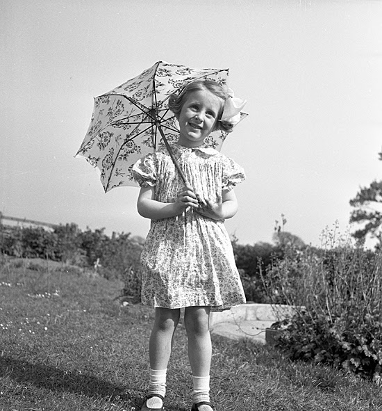 http://www.whitbyonline.co.uk/oldwhitbyphotos/child.JPG