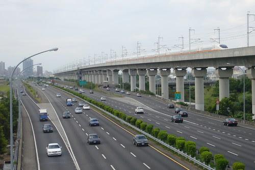 高鐵與高速公路