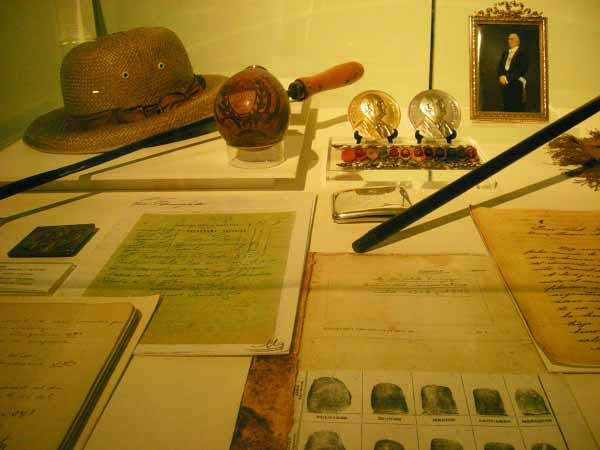 http://inhabitat.com/wp-content/blogs.dir/1/files/2011/06/Buenos-Aires-Restored-Museo-Del-Bicentenario-11.jpg