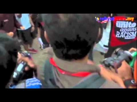 Polis KL Buru Peserta Himpun GST Yang Pukul Wartawan