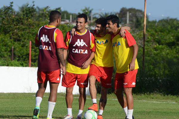 O atacante Alfredo vai formar o trio ofensivo do América, com o experiente Rodrigo Pimpão e o novo camisa 10 rubro, Jéferson