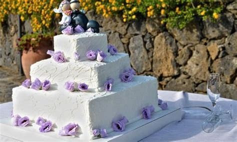 10 Most Unusual Wedding Cake Ideas