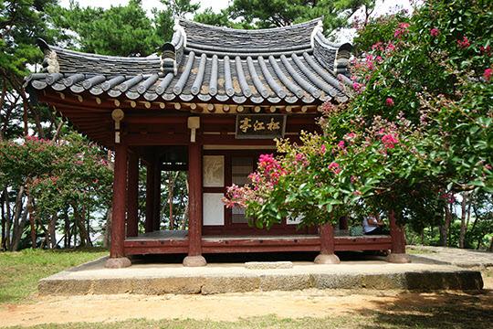 송강정은 벼슬을 지내던 정철이 낙향해 머물던 곳이다.